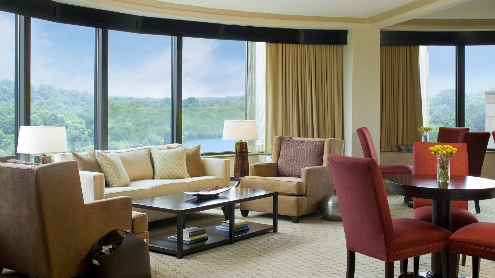Sheraton Columbia Town Center Hotel | Hotel Feature - Club Lounge