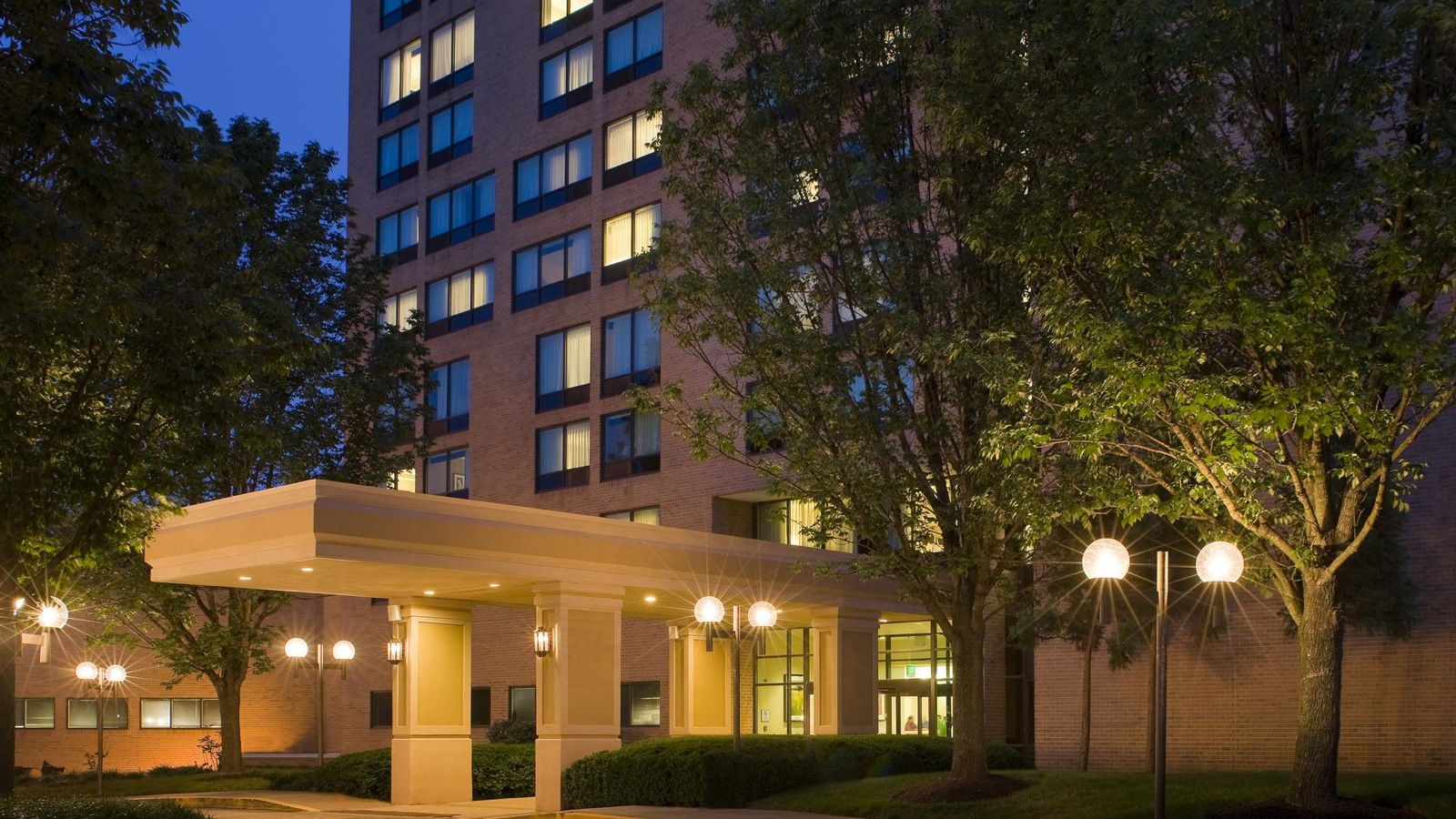 Sheraton Columbia Town Center Hotel | Hotel Features - Pet Policy